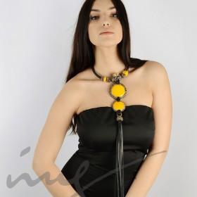Ilgas geltonas kaklo vėrinys su kutais