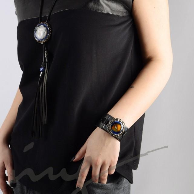 Odinė juoda apyrankė su mėlyna keramika dekoruotais kraštais