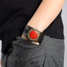 Odinė juoda apyrankė su raudona keramika dekoruotais kraštais