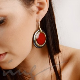 Apvalūs dideli raudoni auskarai