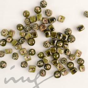 Rankų darbo keramikiniai karoliukai - žalia, 1,2mm skylute