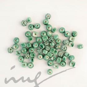 Rankų darbo keramikiniai karoliukai - skaisčiai žalia, 1,2mm skylute